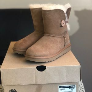 UGG - Girls' Bailey Button II Boots - Youth Size 1